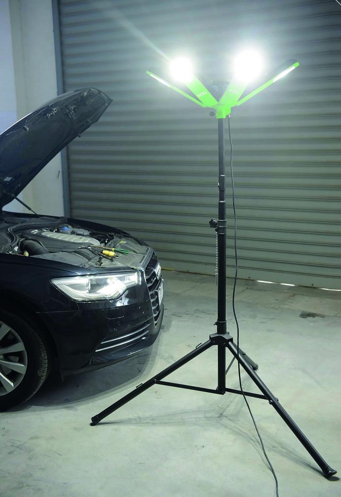 Projecteur LED BCL 360° STAR LED sur trépied télescopique