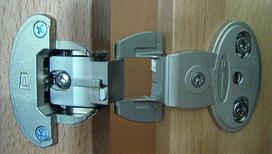 Cerniere a scodellino PRÄMETA SERIE 2600 CLIP, sormonto anta 6.5 mm, cerniere laterali, perno centrale