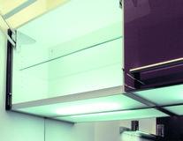 Tablettes lumineuses pour le montage d'étagèes de sol 230 V