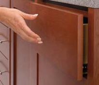 Kugel-Vollauszüge ACCURIDE 3832TR für griffloses Öffnen