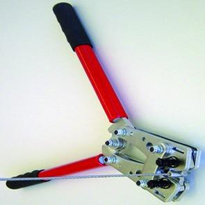 Pince à sertir pour système de tendeurs à câbles version à sertir