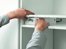 Unità motrice BLUM SERVO-DRIVE flex per frigoriferi, congelatori e lavastoviglie
